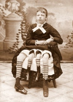 MYRTLE-CORBIN-The-Four-Legged-Woman-356x500