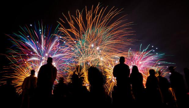 fireworks_attendees_618.jpg