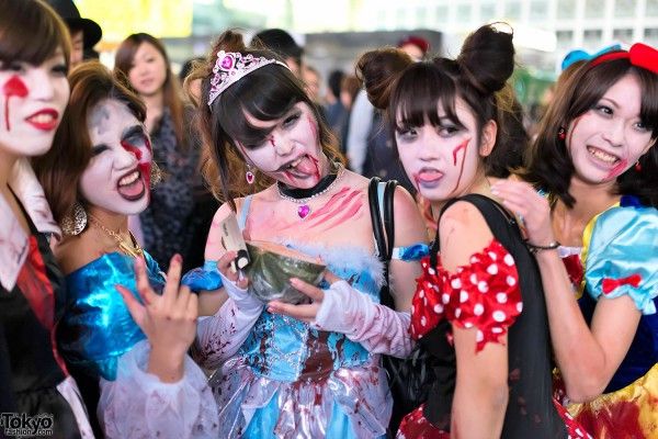 halloween-in-japan-shibuya-costumes-13-018-600x400.jpg